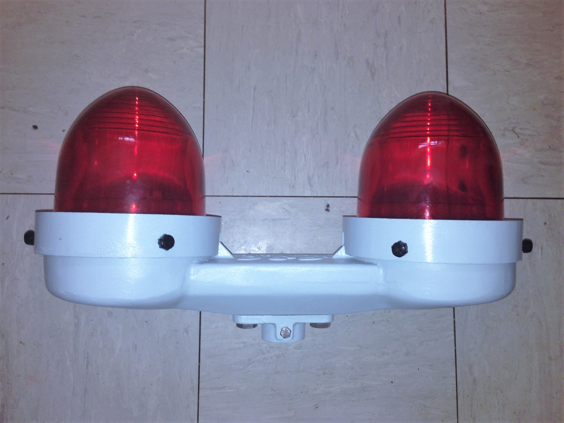 Older GEC (Airport Lighting) Ltd ZA752 Twin L& Obstruction Light. & Airfield/Runway Lighting